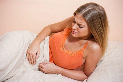 утренняя боль в животе у женщины