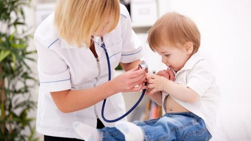 осмотр ребенка у педиатра