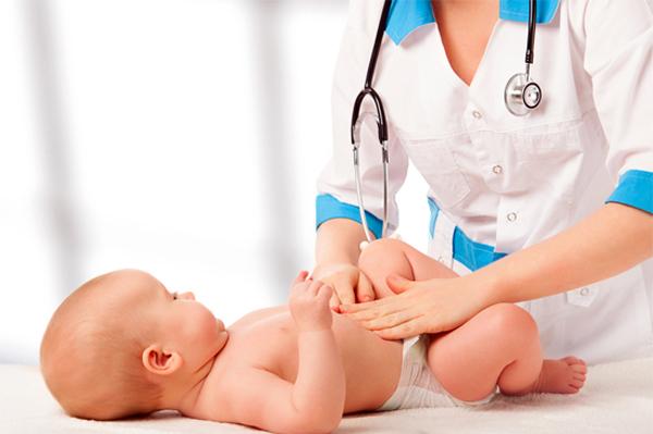 ребенок у педиатра на осмотре