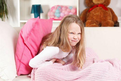 ребенок жалуется на боли в животе