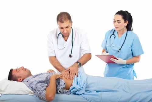 осмотр пациента у врача