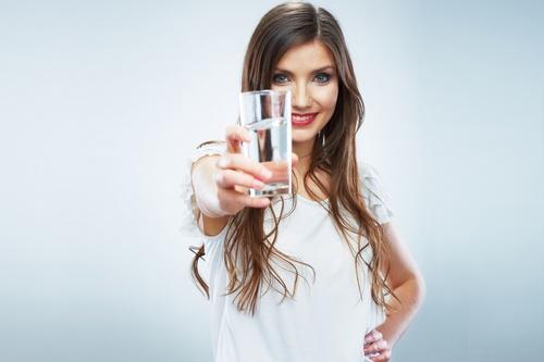 чистая вода полезна для кишечника